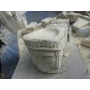 Poprtasapone scolpito nella pietra